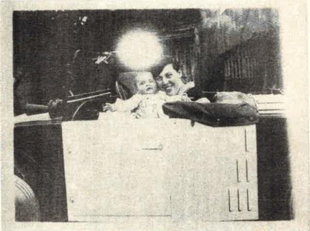 Mutter und Knabe mit Kugelblitz (1928); Oskar Pastior 1985.png
